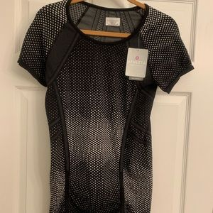 NEW WITH TAGS Athleta Black and White Dot Tee
